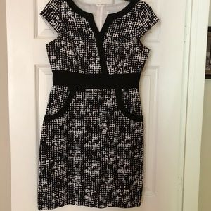 Black and white business style dress WITH pockets
